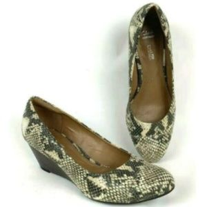 Clarks Collection Brielle June Snakeskin Wedges 9